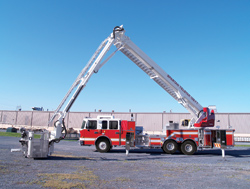 (4) Spartan ERV debuted a Telstar telescopic articulating platform at FDIC, a 138-foot-long boom and ladder produced in cooperation with Gimaex.