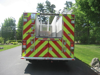 (4) Seven access steps are provided on the rear of this rig along with a lower rear step.