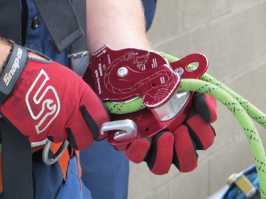 The rope load diagram is also etched onto the face plate of the MPD showing the load end of the rope and hand position