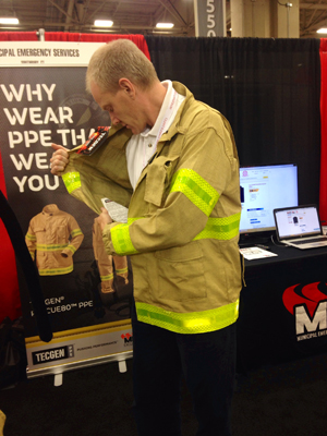 Editor Chris Mc Loone tries on the TECGEN Rescue80 garment.