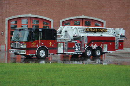 3 The Spring (MO) Fire Department chose Ferrara Fire Apparatus to build this 100-foot midmount platform that has a 99-foot horizontal reach at zero degrees, a 1,000-pound dry tip load, and a 500-pound wet tip load flowing 1,500 gpm. (Photo courtesy of Ferrara Fire Apparatus