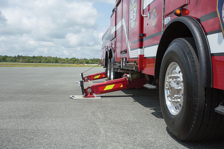 3 The CR137 uses crisscross underslung outriggers that give the truck a 13-foot, 8-inch jack spread.
