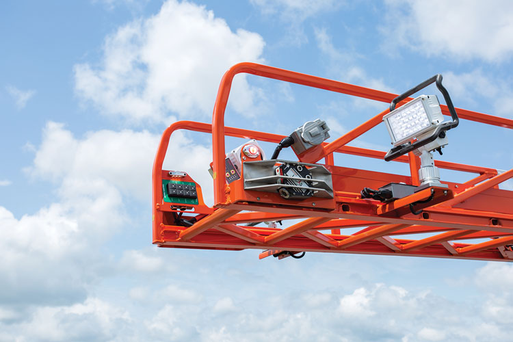 4 The tip of the 137-foot ladder truck carries Welen Vertex LED warning lights and two Whelen Pioneer PSP1 LED scene lights.