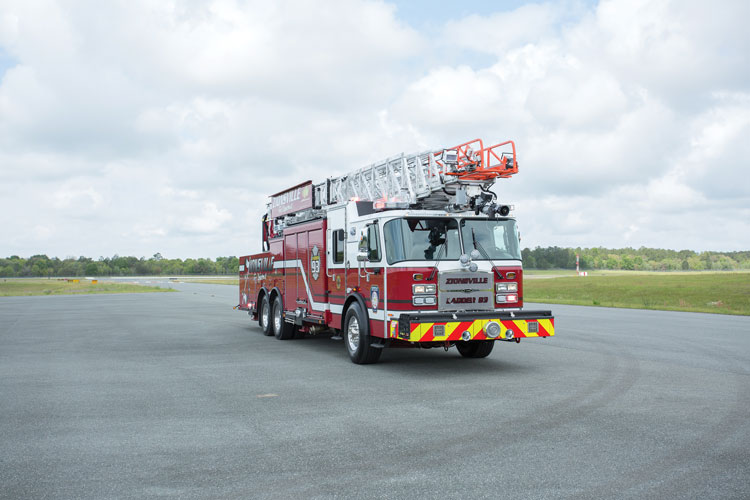 5 For master stream water flow, the CR137 has a Task Force Tips electronic monitor on the aerial.