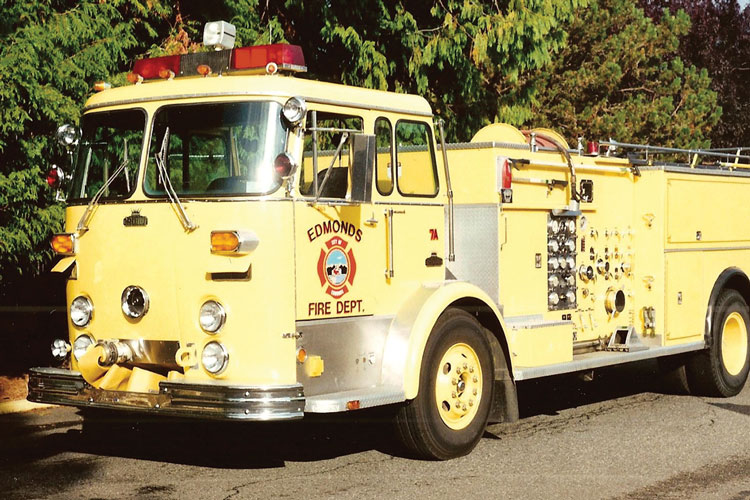 3 The late fire apparatus photographer John Sytsma took this photo of a 1973 Crown Coach pumper, whose cab and fascia looks just like a Crown Supercoach bus. (Photo courtesy of Bob Milnes