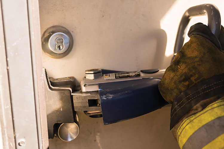 6 The StrongArm comes with two sets of tips. Shown here are the tips used for forcing a door