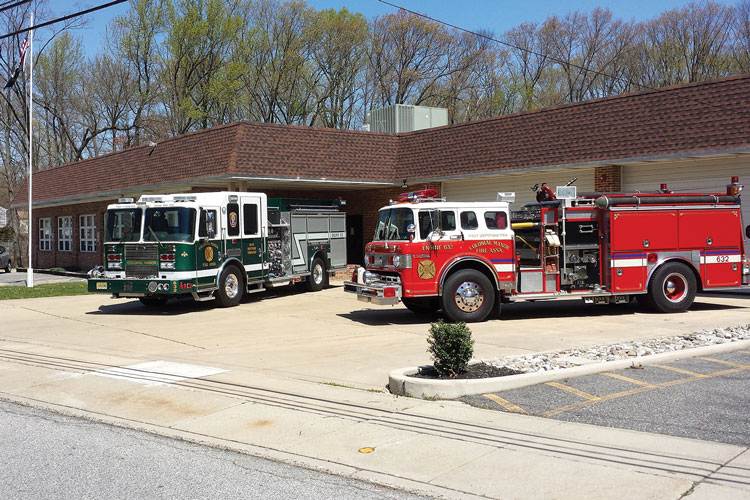 2 The new pumper replaces a 1989 Maxim/Ford pumper, shown at right, that the department has set up as a RIT unit. (Photos 1-2 courtesy of Colonial Manor Fire Association