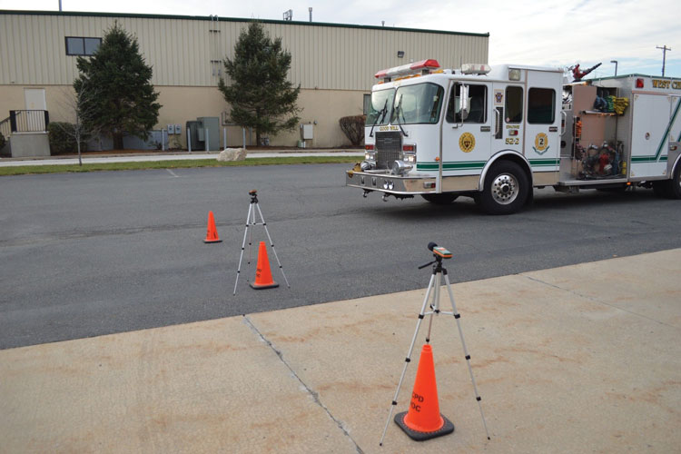8 Measuring the sound pressure level of the siren on the 90-degree approach. Measurements are taken every 10 feet out to 300 feet. This scenario exemplifies a 90-degree intersection
