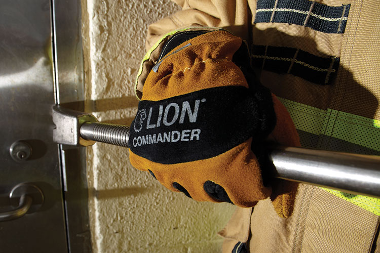 2 Lion's Commander structural firefighting gloves are crafted so that the fingers and hand bend to give the glove more flexibility and dexterity.