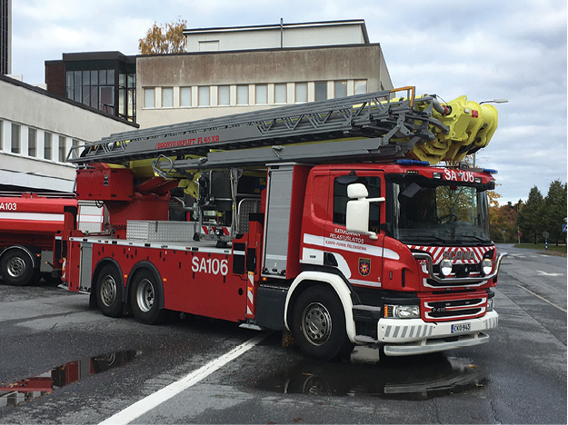 •• This unit is in service with the Pori Fire Brigade and features a 45-meter articulating platform. Notice where the platform is stowed.