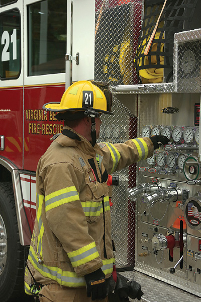 4For easier operations, quint-style ladder trucks may have the same pump panel set up as their engine counterparts.