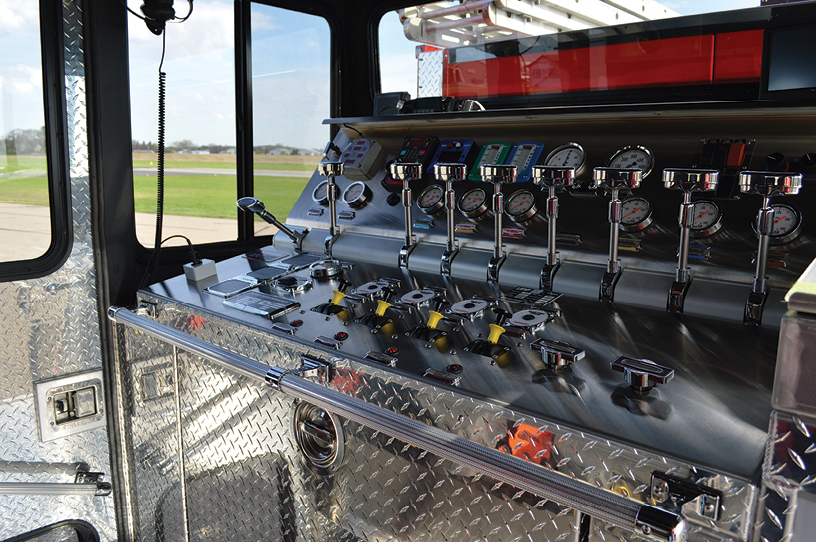 4The Full Response pumper has a Waterous CSC20 1,250-gpm midship pump, a 1,000-gallon water tank, a 30-gallon foam cell, and a FoamPro 2001 single-agent foam system.