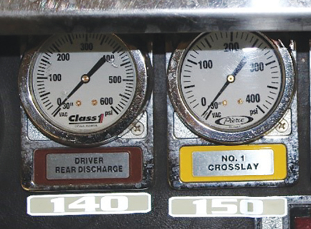 23 Large reflective pressure labels provide good visibility for the operator.