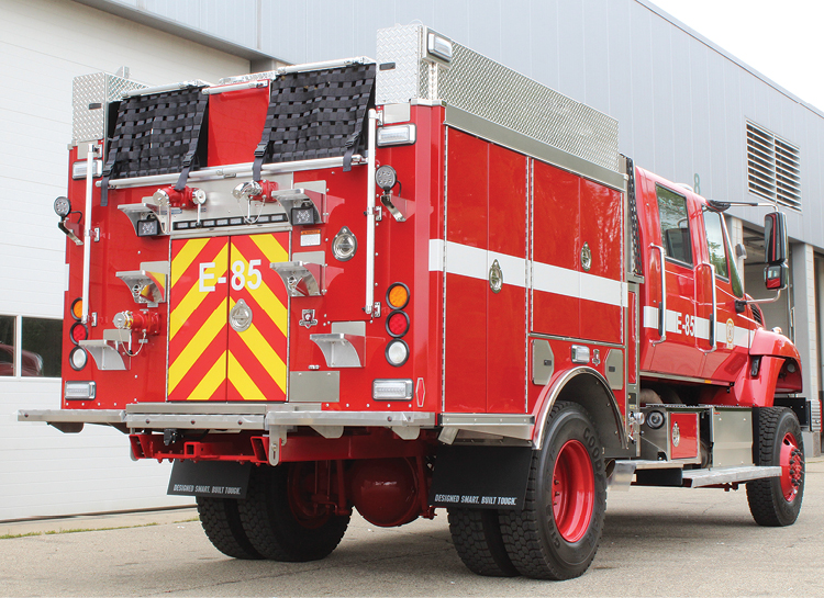 5The Los Pinos Model 34 Type 3 pumper has hinged, painted exterior compartment doors; a hinged aluminum hosebed cover; and on-beam ladder and hard suction storage.