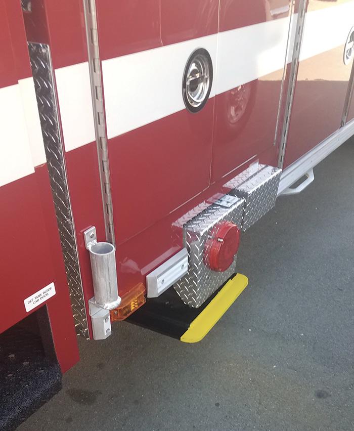 The rub rail and radiused jack plates.