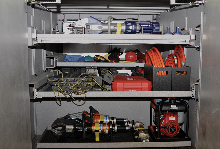 5 The tiller quint carries both Holmatro hydraulic rescue tools and HURST eDRAULIC rescue tools.