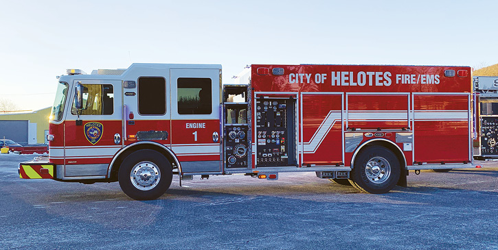 Helotes (TX) Fire Rescue had KME build this PRO pumper with a narrow-width side-mount pump and a pump panel located in the adjacent L1 compartment behind a roll-up door.