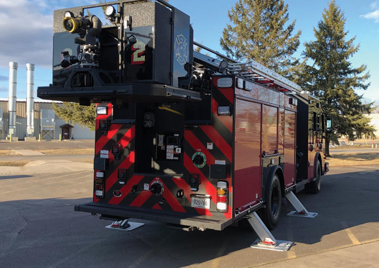 The rear of the unit showing the bucket and short jacking.