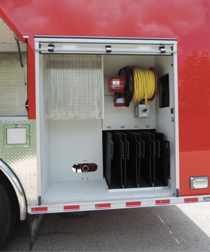A 2½-inch discharge in a side compartment and four poly trays to store hos