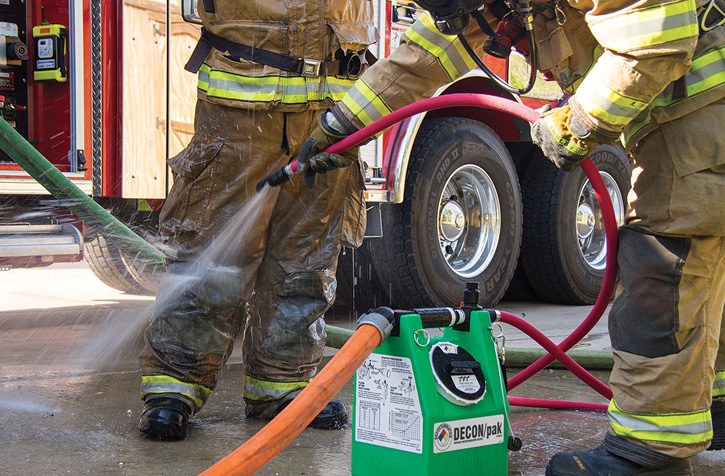 The TFT DECON/pak has an integrated twist shutoff valve, selective injection metering knob, and detachable fan spray nozzle.