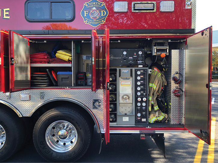 The end compartment on the driver's side of the rescue holds a two-bottle SpaceSaver® air filling station with an air control panel arranged vertically alongside.