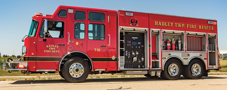 For the Hadley Township (MI) Fire Department, Spencer Manufacturing built this custom pumper with an IDEX Fire & Safety SAM™ control system with control panels on both sides behind roll-up doors, a Hale Qmax 1,500-gpm pump, an 1,800-gallon water tank, a low hosebed, and full-depth rescue compartments on both sides.