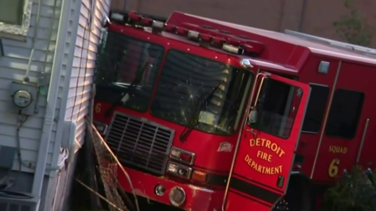 Four Detroit Firefighters, Driver Hurt in Fire Truck Crash